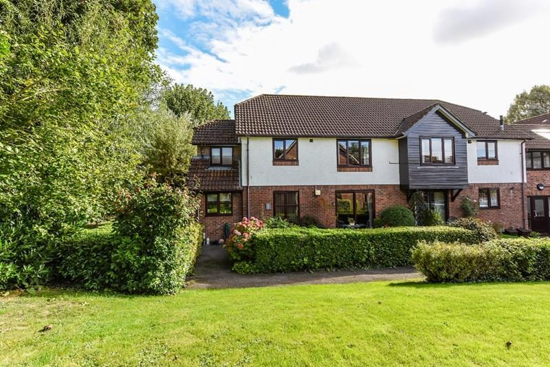 2 Bedrooms Ground Maisonette Flat for sale in Carters Meadow, Charlton, Andover