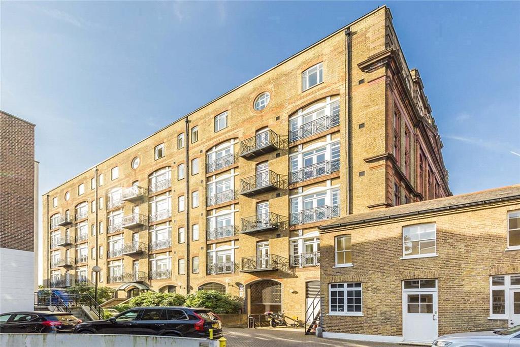 2 Bedrooms Flat for sale in Devonhurst Place, Heathfield Terrace, London, W4