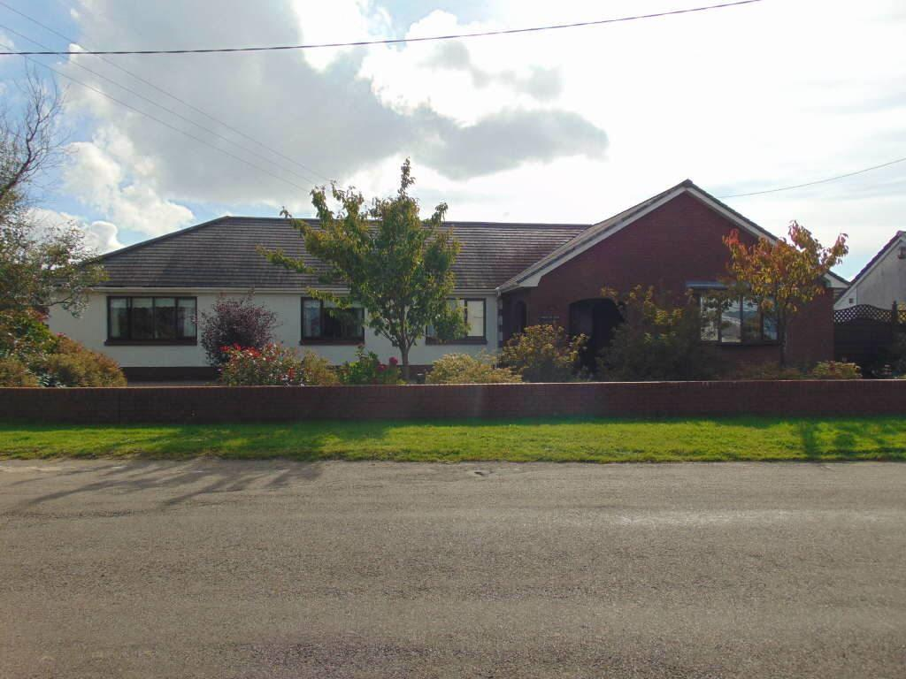 4 Bedrooms Detached Bungalow for sale in Crud Yr Awel, Trimsaran