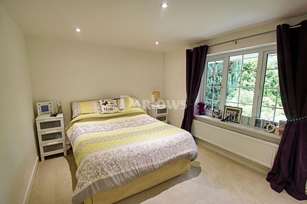 5 Bedrooms Bungalow for sale in Cwm Ddu Bungalow, Troedyrhiw