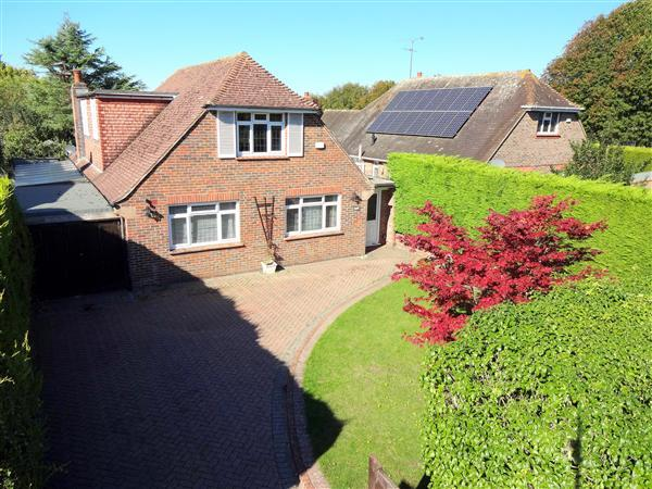 5 Bedrooms Detached House for sale in Bodiam Avenue, Goring-By-Sea