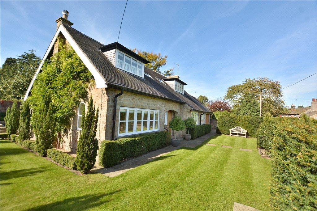 4 Bedrooms Detached House for sale in Stone Court, Main Street, Kirkby Overblow, Harrogate, North Yorkshire