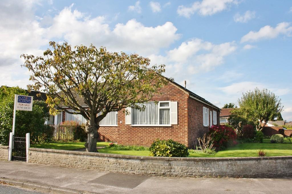 3 Bedrooms Semi Detached Bungalow for sale in South Grange Road, Ripon