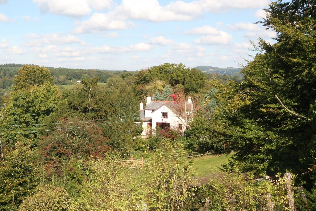3 Bedrooms Cottage House for sale in Twyn Lane, Glascoed Village