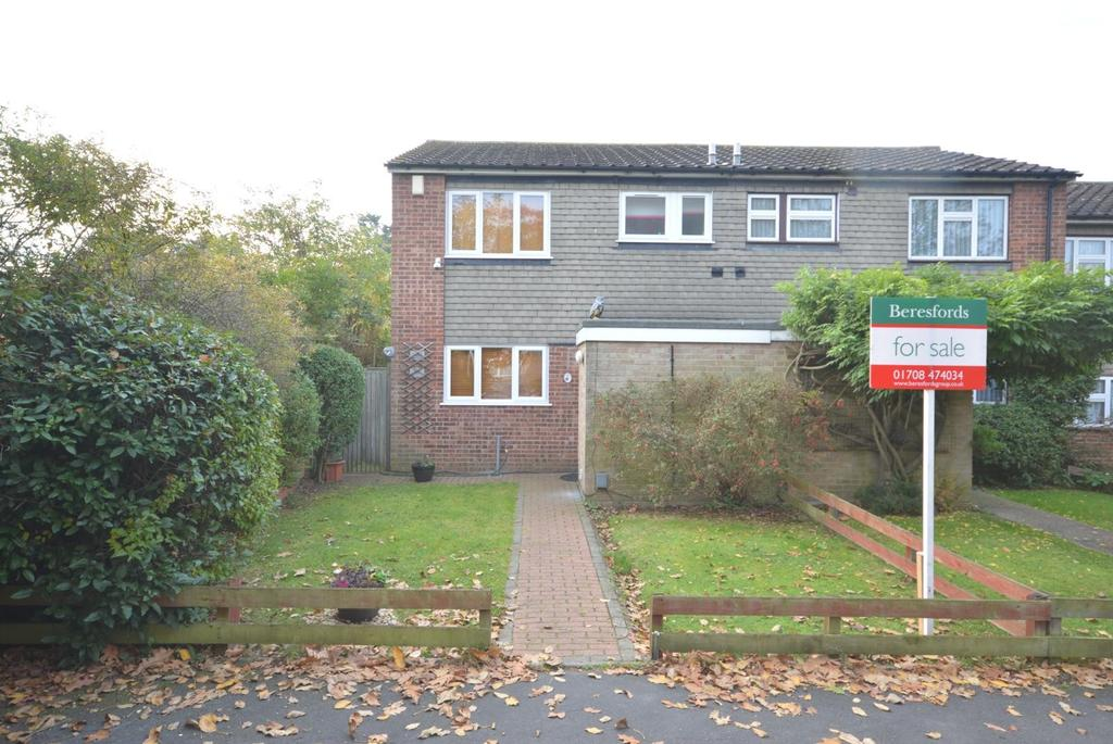 3 Bedrooms End Of Terrace House for sale in Adelphi Crescent, Hornchurch, Essex, RM12