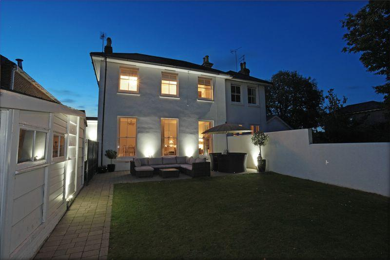 3 Bedrooms Semi Detached House for sale in Grove Road, Burgess Hill, West Sussex