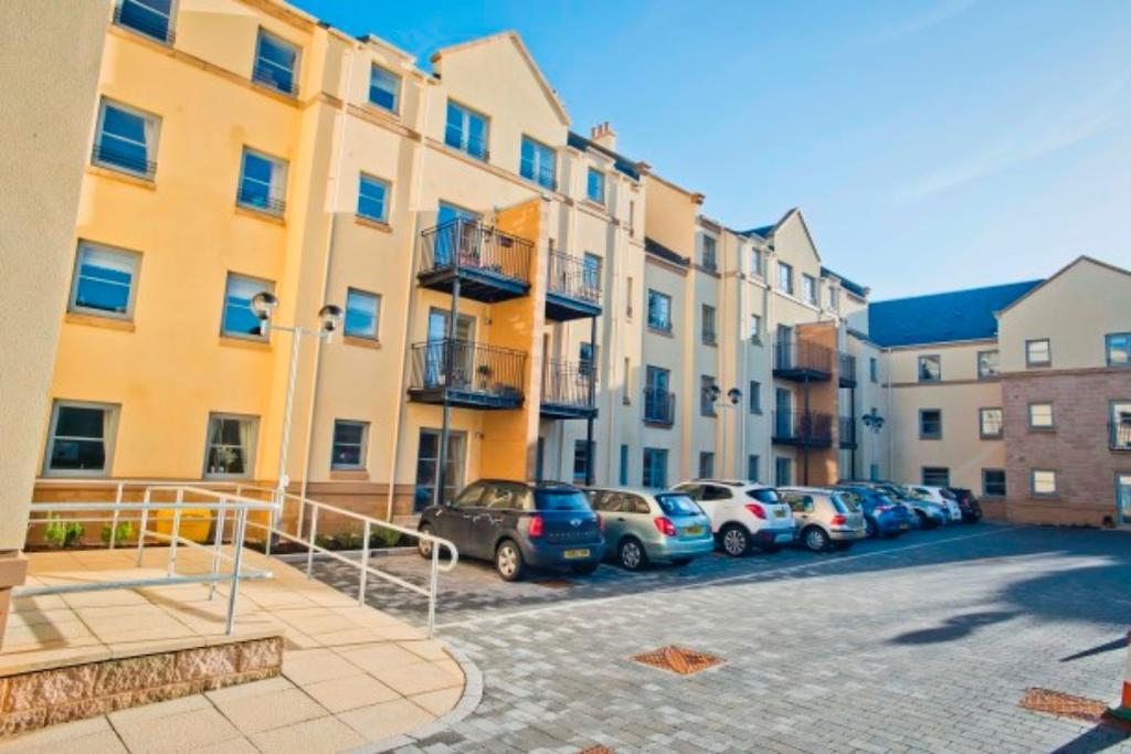 1 Bedroom Retirement Property for sale in Templars Court , High Street , Linlithgow , West Lothian, EH49 7EN