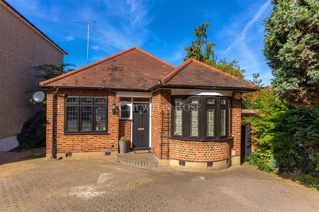 3 Bedrooms Bungalow for sale in Woodford
