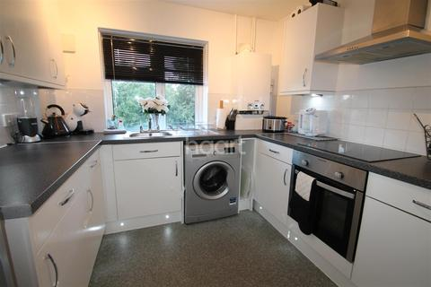 3 bedroom flat to rent - Burnham
