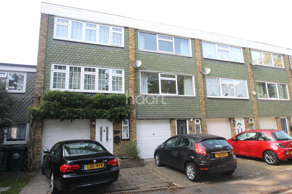 3 Bedrooms Terraced House for sale in Yew Trees