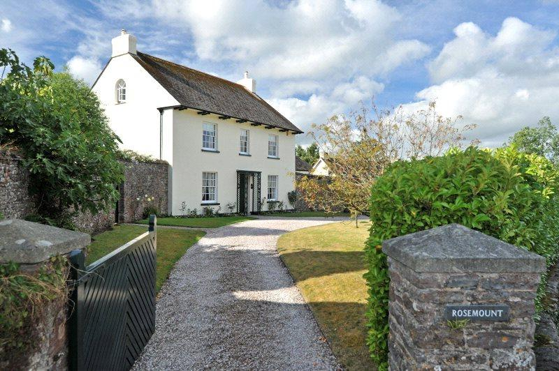 5 Bedrooms Detached House for sale in East Street, Ipplepen, Newton Abbot, Devon, TQ12