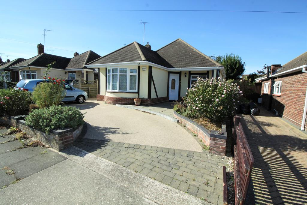 2 Bedrooms Detached Bungalow for sale in Mountview Road, Clacton-on-Sea CO15