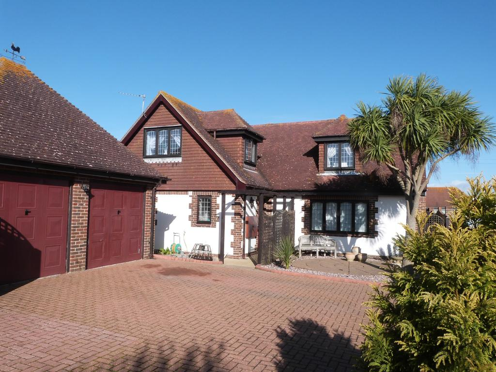 4 Bedrooms Detached House for sale in Beach Gardens, Selsey