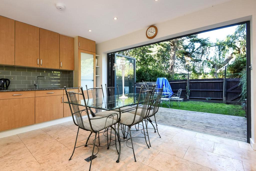 6 Bedrooms Terraced House for sale in Cranes Drive, Surbiton, KT5