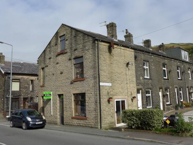 3 Bedrooms End Of Terrace House for sale in Rochdale Road Calderdale