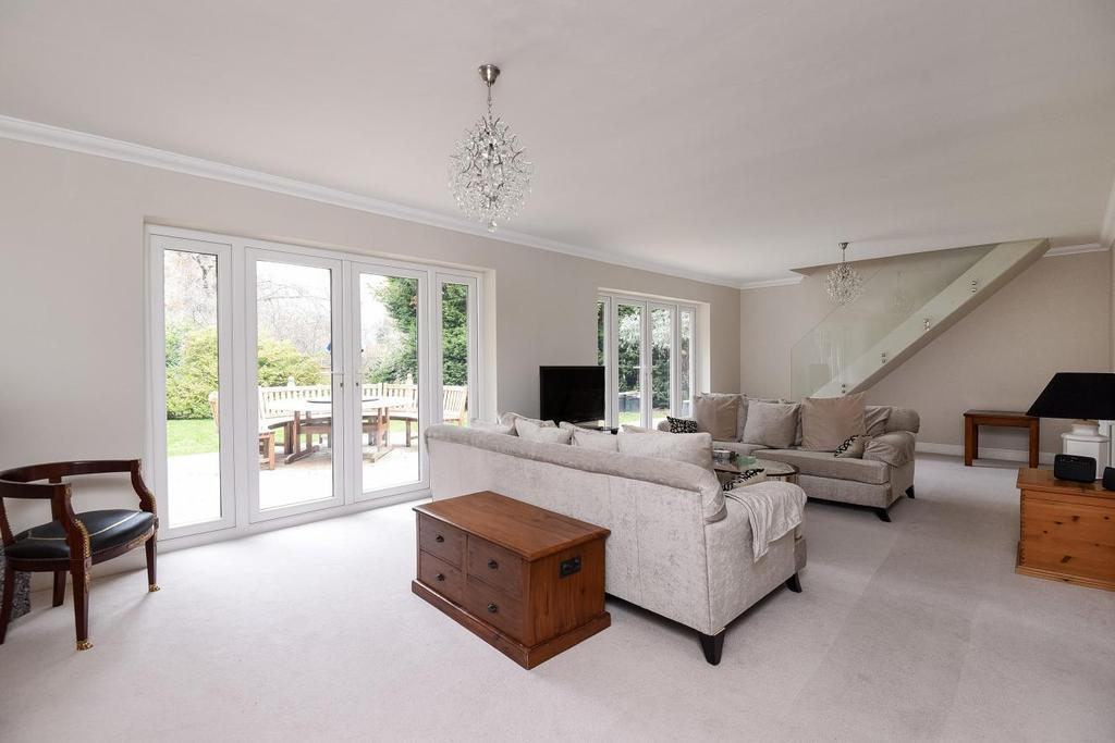 3 Bedrooms Detached House for sale in Greys Park Close, Keston, BR2