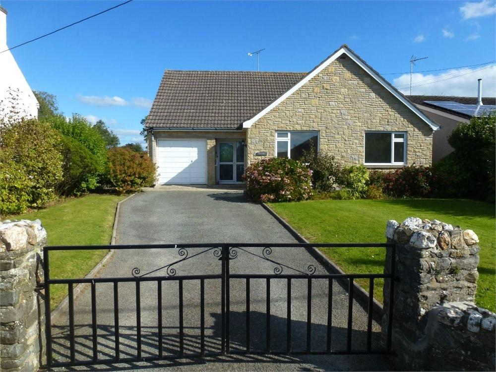 3 Bedrooms Detached Bungalow for sale in Llangoedmor Road, Penparc, Cardigan, Ceredigion