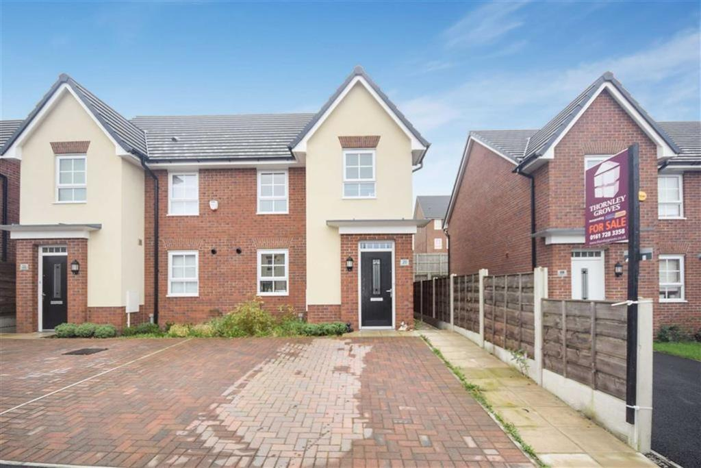 3 Bedrooms Semi Detached House for sale in Rayleigh Close, Radcliffe