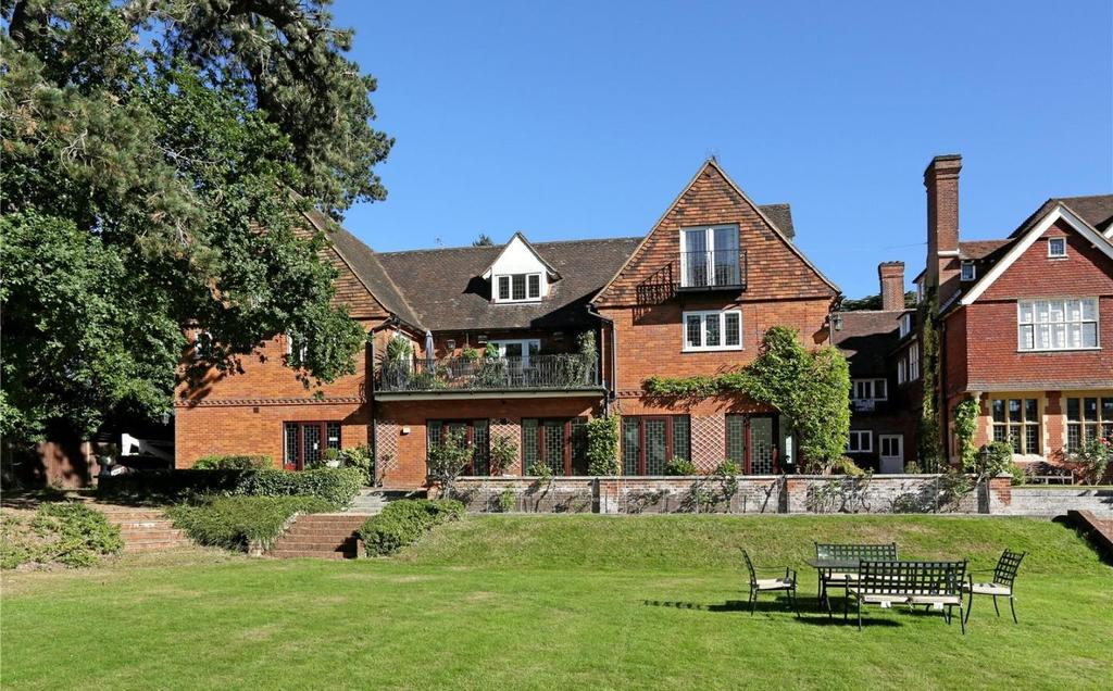 3 Bedrooms Flat for sale in Framewood Manor, Framewood Road, Fulmer, SL2