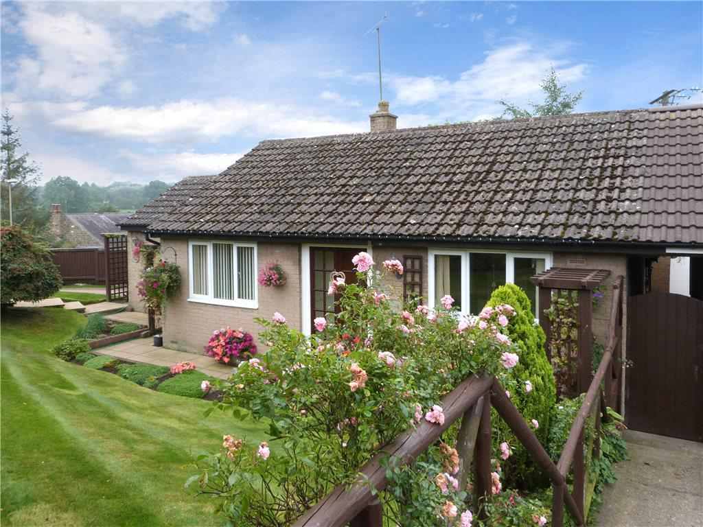 2 Bedrooms Bungalow for sale in Grange Close, Shaw Mills, Harrogate, North Yorkshire