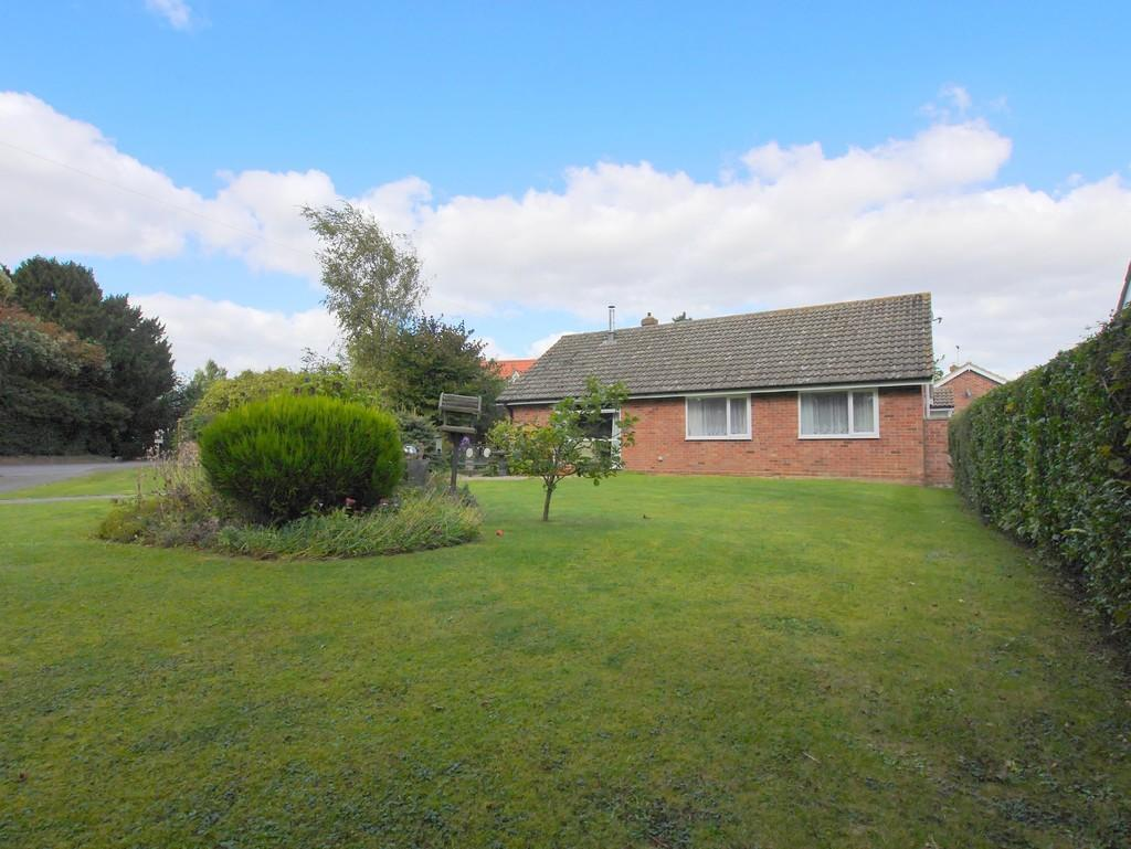 4 Bedrooms Detached Bungalow for sale in Wheatfields, Whatfield, Ipswich, Suffolk, IP7 6RB