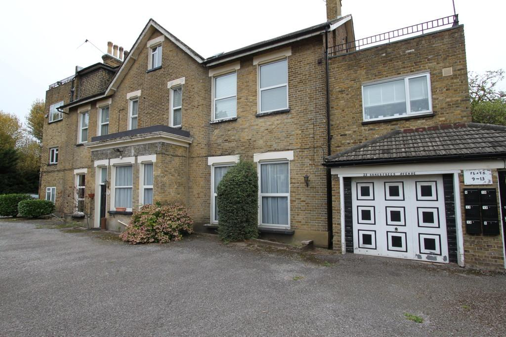 1 Bedroom Ground Flat for sale in Somertrees Avenue, Grove Park