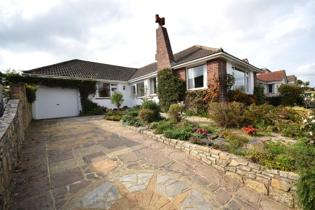2 Bedrooms Detached Bungalow for sale in Livermead, Torquay