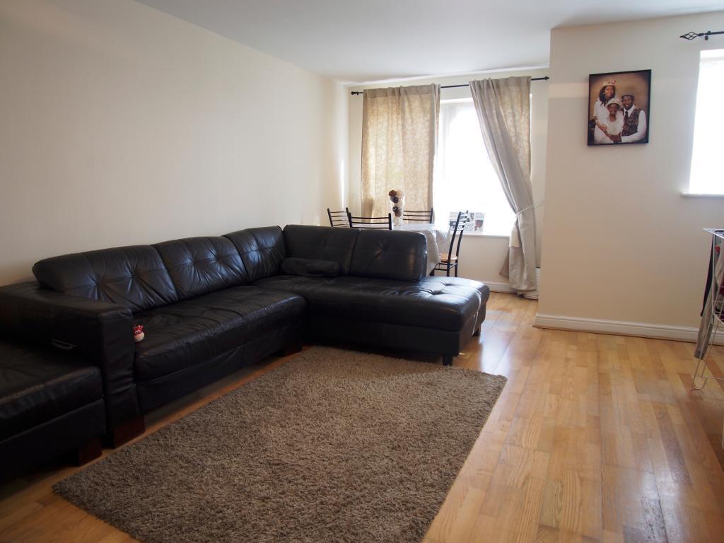 2 Bedrooms Flat for sale in kirkland drive, London, en2 0rj