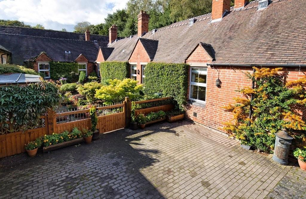 3 Bedrooms Cottage House for sale in Coppice Cottage, Chestall Park, Gentleshaw.