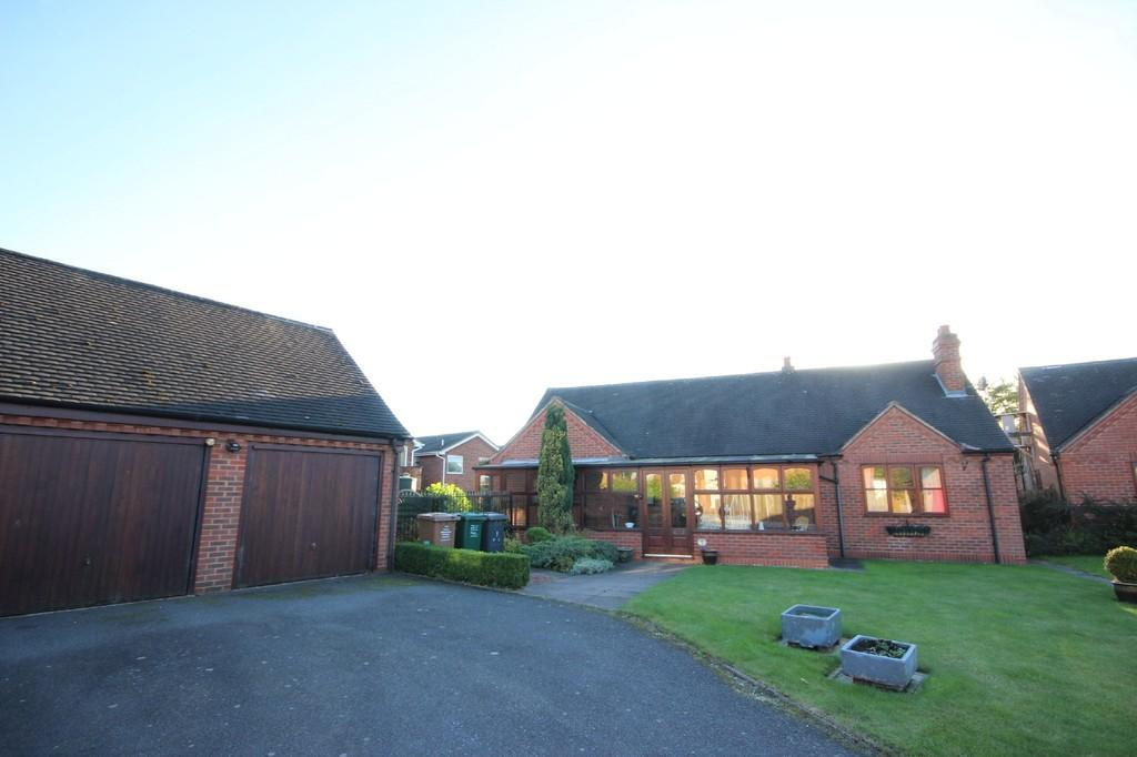 2 Bedrooms Detached Bungalow for sale in Holly Bush Close, Netherseal