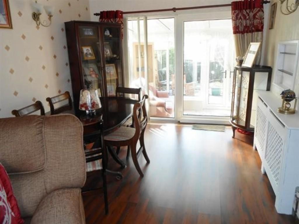 2 Bedrooms Semi Detached House for sale in Osborne Road, Kiveton Park
