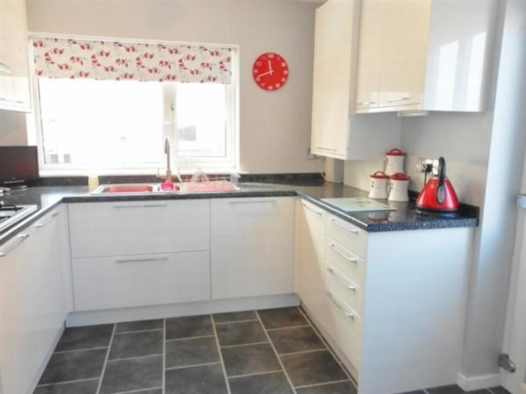 2 Bedrooms Semi Detached House for sale in Osborne Road, Kiveton Park