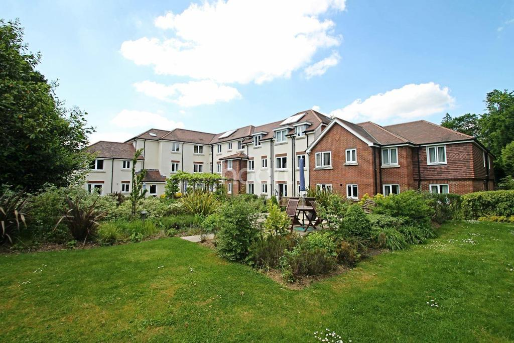 1 Bedroom Flat for sale in Headley Road. Grayshott,