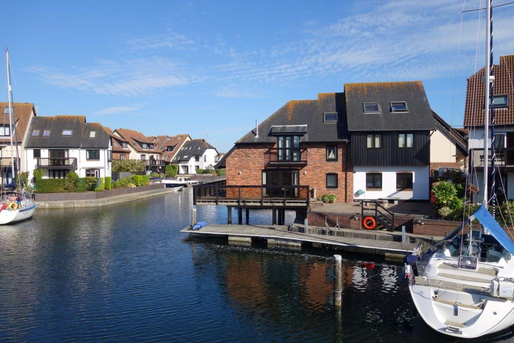5 Bedrooms Detached House for sale in Hythe Marina Village