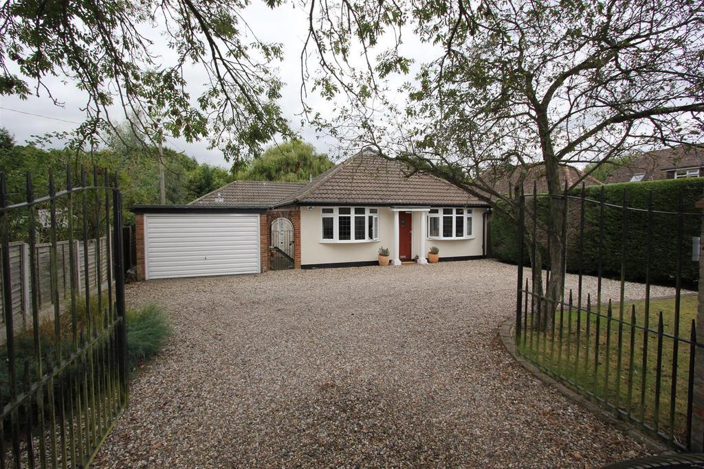 3 Bedrooms Detached Bungalow for sale in Bicknacre