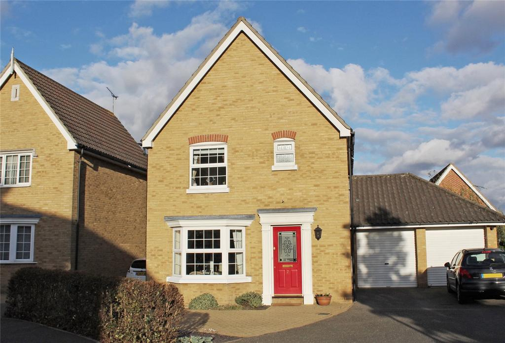 3 Bedrooms Detached House for sale in Royal Oak Chase, Laindon, Essex, SS15