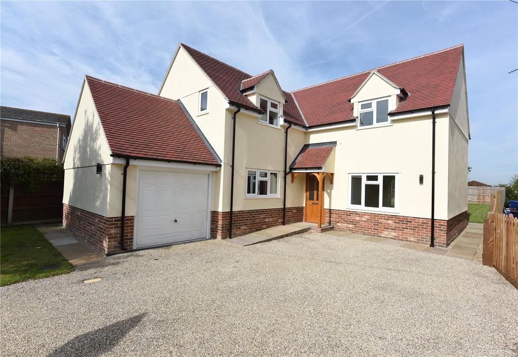 4 Bedrooms Detached House for sale in Woodgates Road, East Bergholt, Colchester, CO7