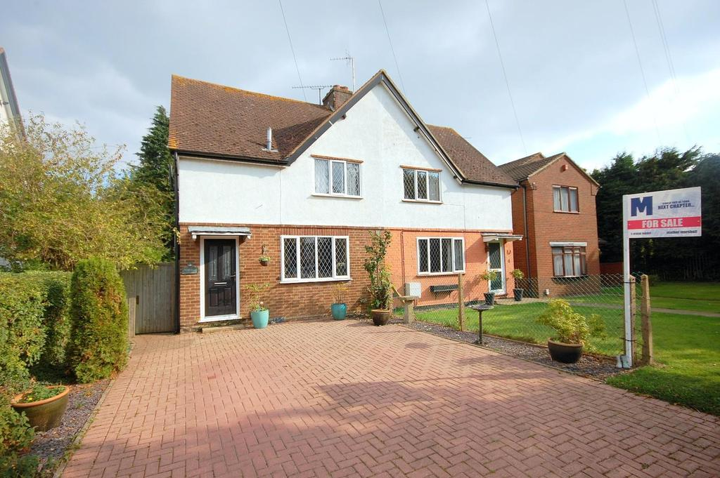 3 Bedrooms Semi Detached House for sale in Symonds Green, Stevenage