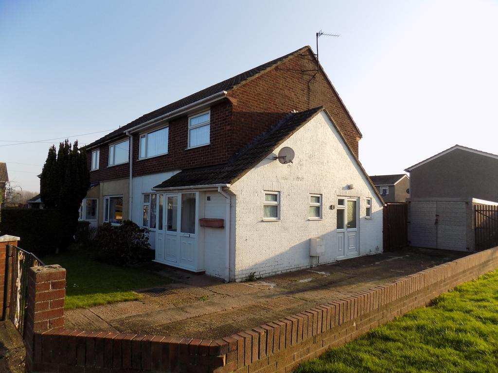 3 Bedrooms Semi Detached House for sale in Talbot Road, Immingham DN40