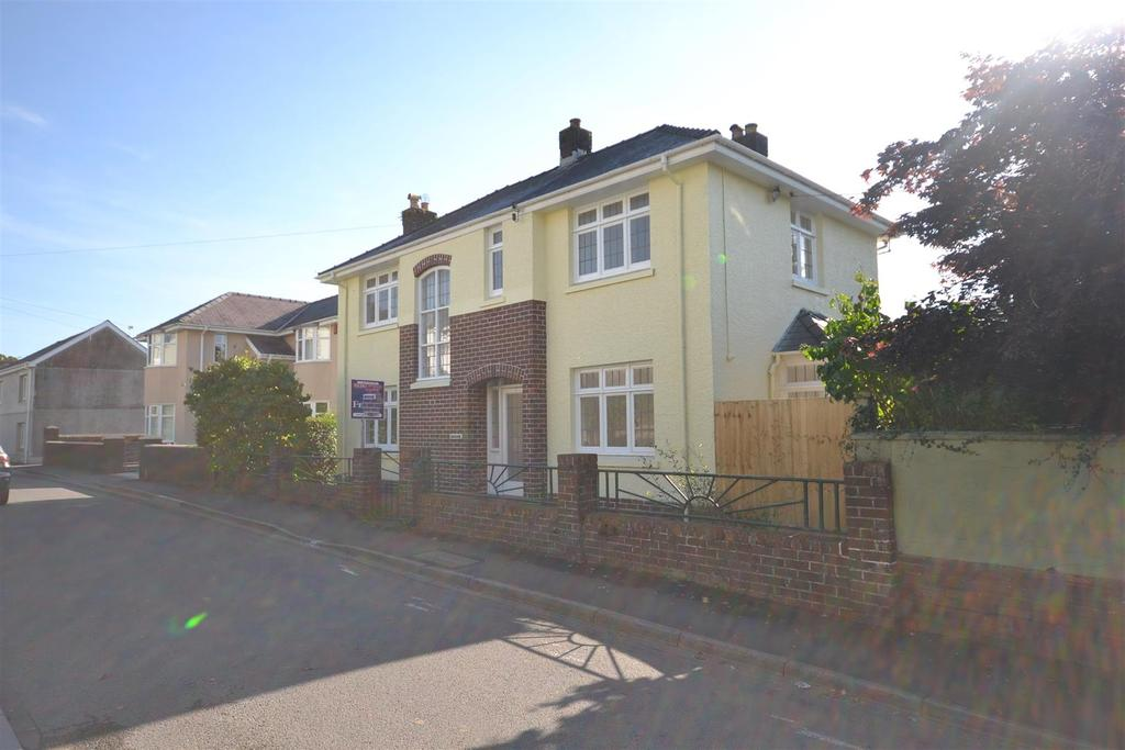 4 Bedrooms Detached House for sale in Wellfield Road, Carmarthen