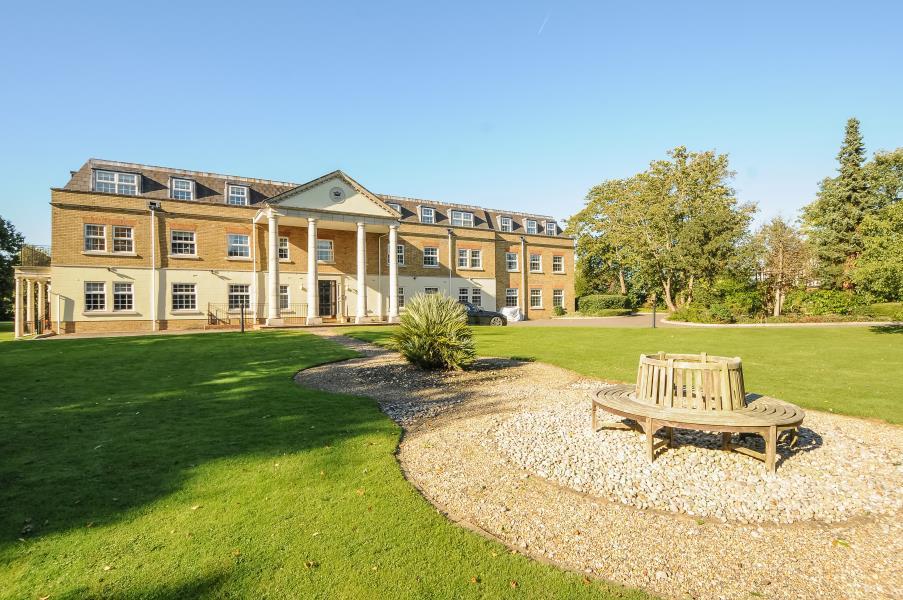 3 Bedrooms Duplex Flat for sale in Wellington Lodge, Winkfield
