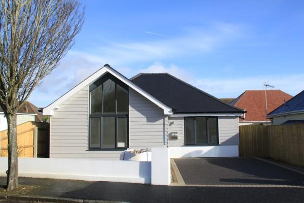 2 Bedrooms Bungalow for sale in Glendale Road, Hengistbury Head, Bournemouth