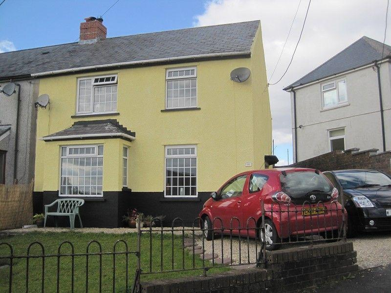 3 Bedrooms Semi Detached House for sale in Brynawelon Coelbren, Neath, Neath Port Talbot.