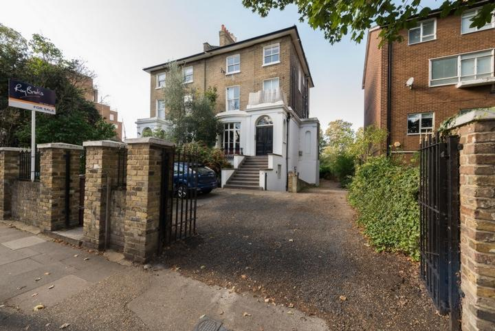 2 Bedrooms Flat for sale in St Mary's Road, Peckham, SE15