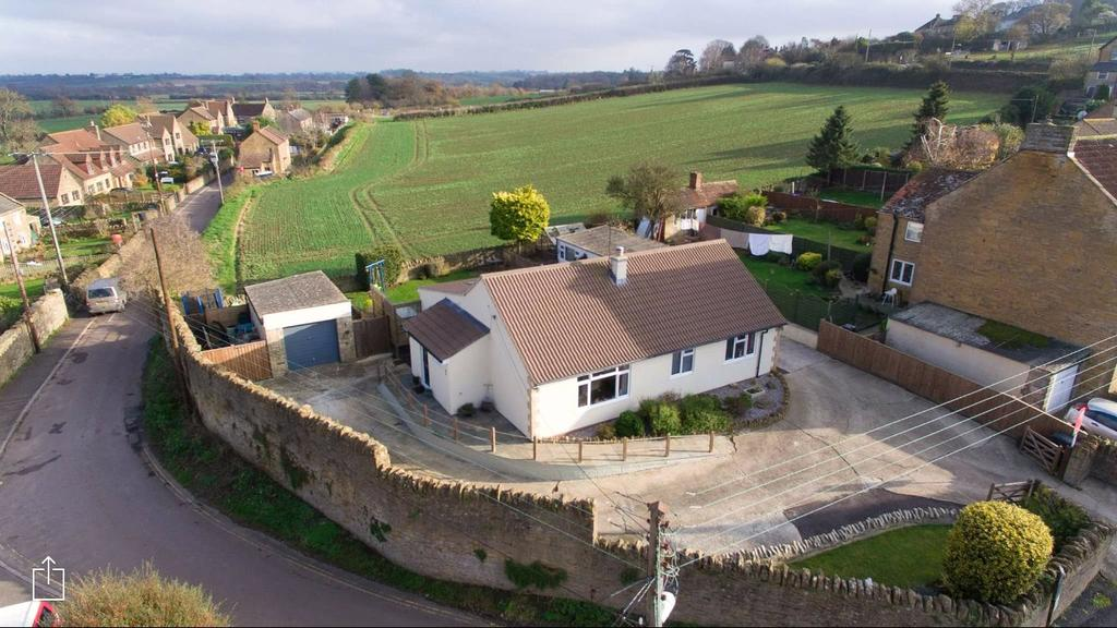 4 Bedrooms Bungalow for sale in Bonnies Lane, Stoke-Sub-Hamdon, Somerset, TA14
