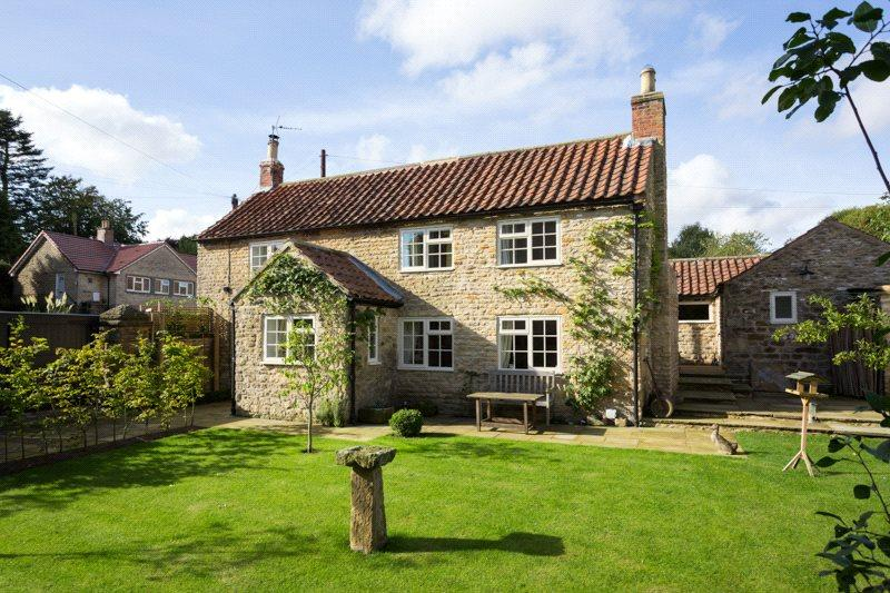 2 Bedrooms Detached House for sale in Welburn, York, North Yorkshire, YO60