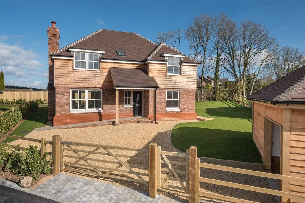 4 Bedrooms Detached House for sale in St. Peters Court, Havenstreet