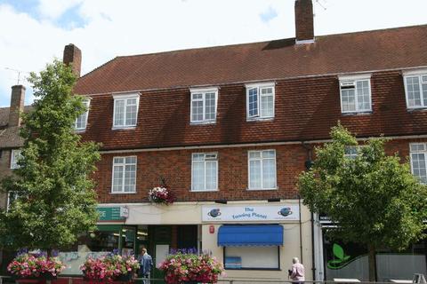 3 bedroom flat to rent - The Broadway, Farnham Common