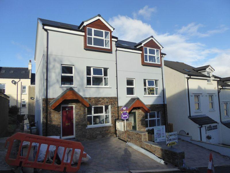 3 Bedrooms Semi Detached House for sale in New House 1, Gellings Avenue, Port St Mary, IM9 5BG