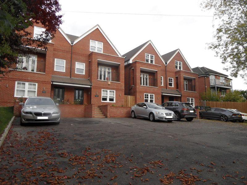5 Bedrooms Semi Detached House for sale in HIGH WYCOMBE - ONE REMAINING. New build, substantial three storey semi detached house.